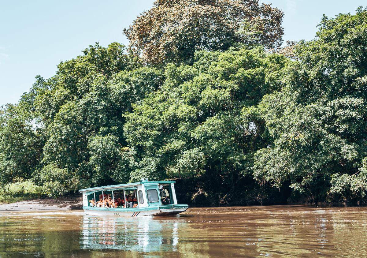 Mit dem Boot in den Tortuguero Nationalpark